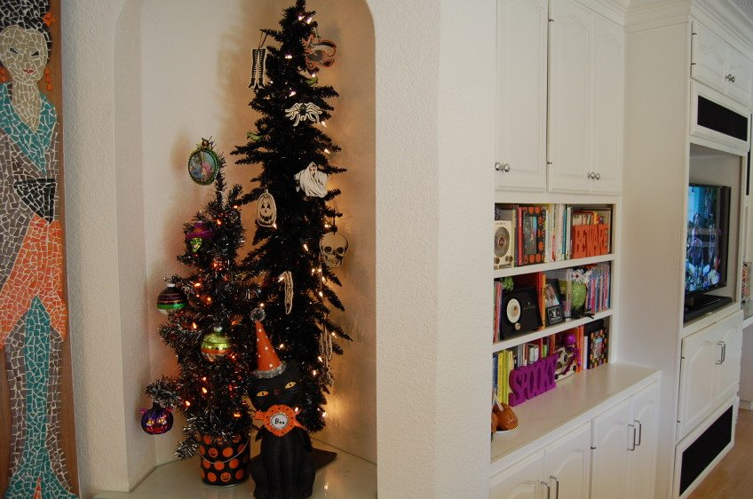 halloween tree orange and black