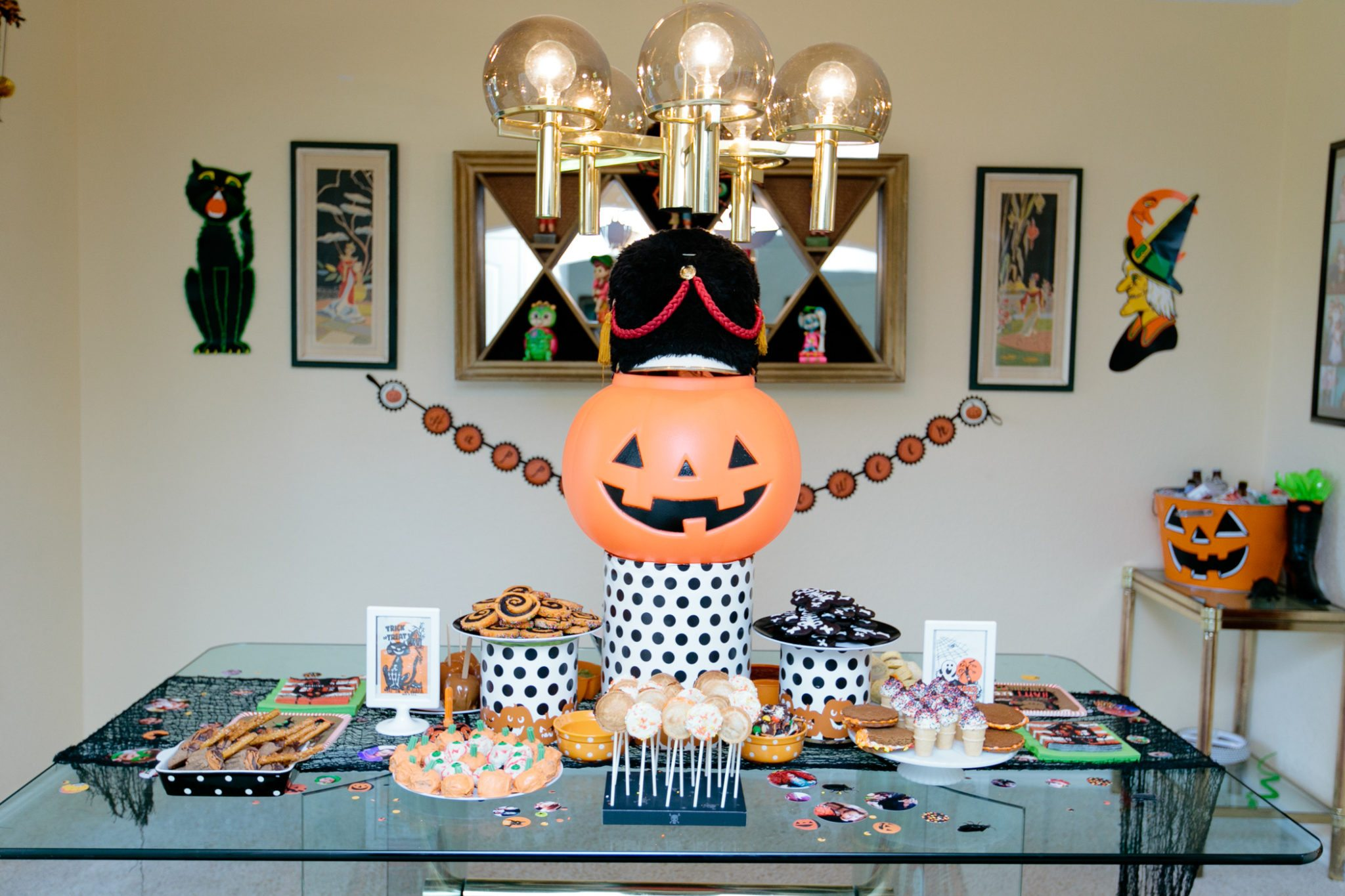 Halloween Banner Table