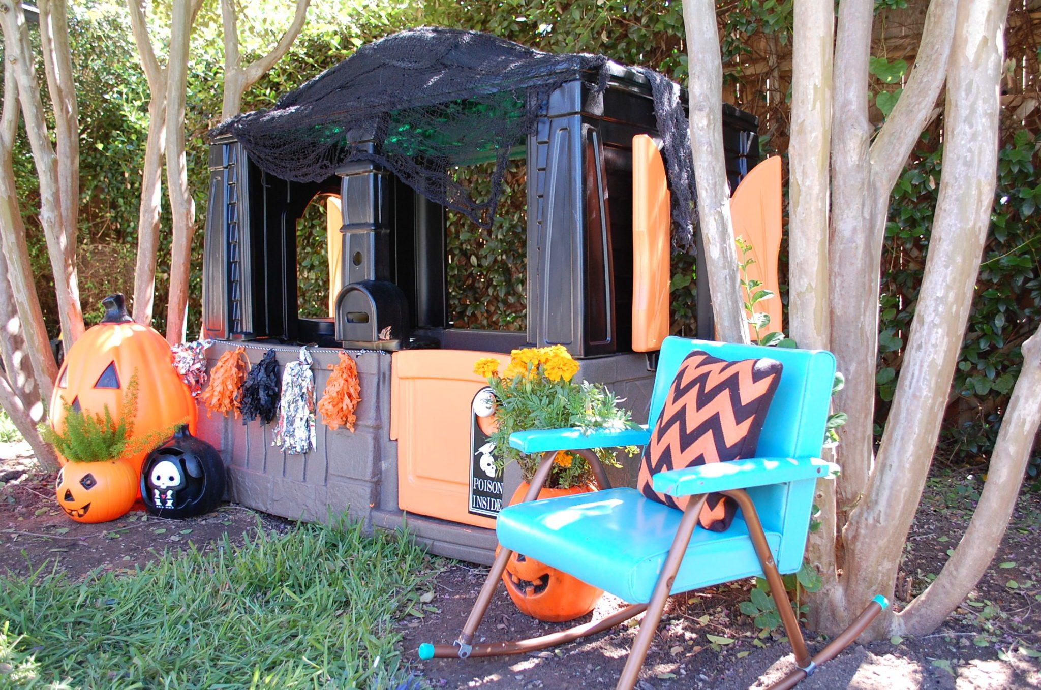 halloween-playhouse-pumpkins