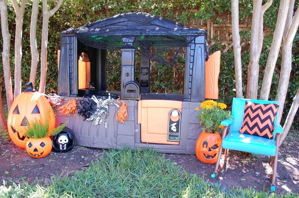 Little Tikes playhouse with a Halloween makeover