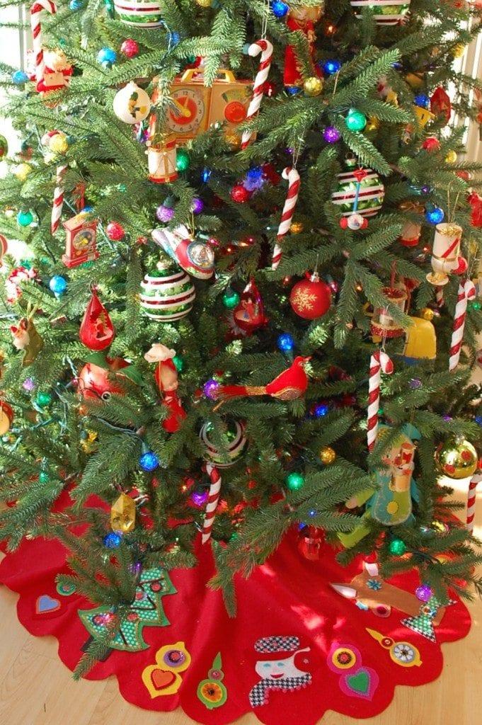 vintage-felt-christmas-tree-skirt