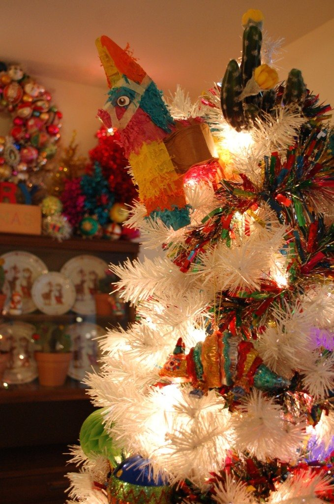 white-pinata-christmas-tree