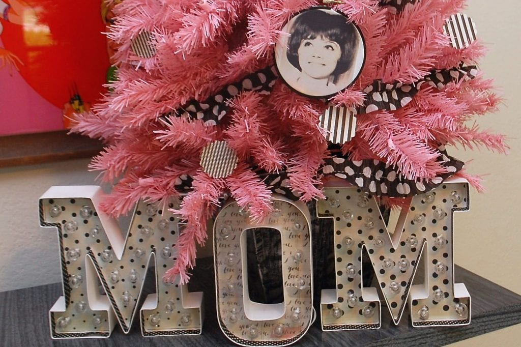 How to decorate a tree for Mother's Day.