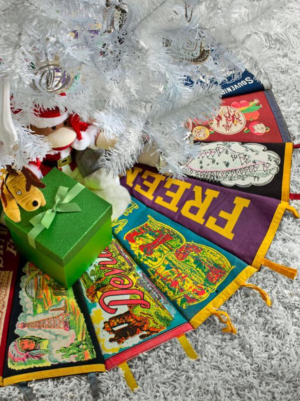 Brian-Patrick-Flynn-pennant-Christmas-tree-skirt-beauty-vert_s3x4.jpg.rend.hgtvcom.616.822
