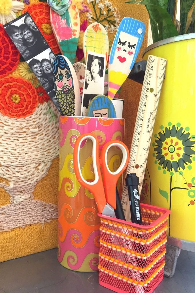 Embroidered metal pencil holder how-to.