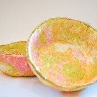 How to make a marbled papier-mâché bowl.