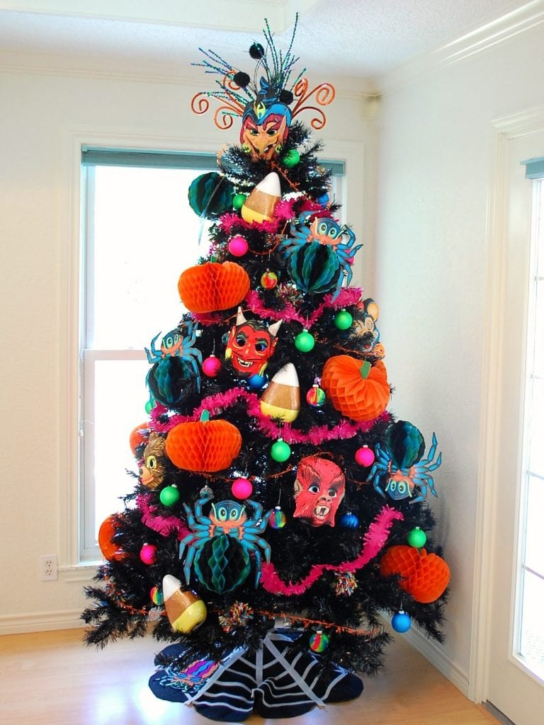 kitschy no sew halloween tree skirt