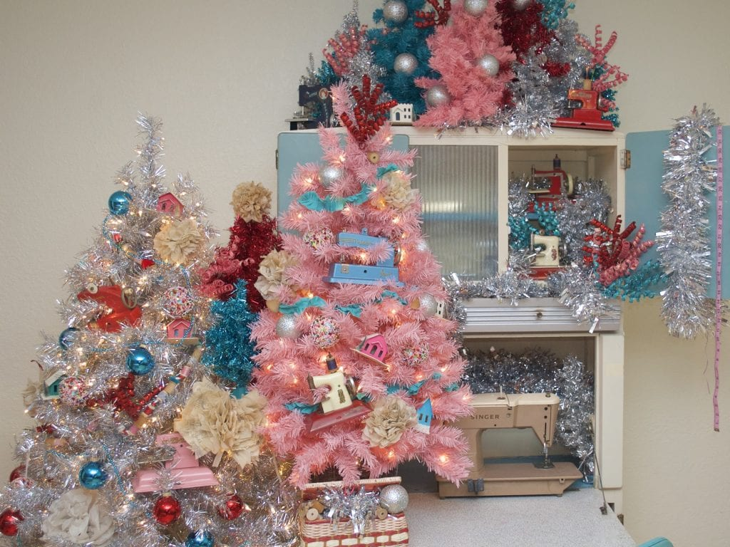 How to decorate a DIY sewing themed Christmas tree.