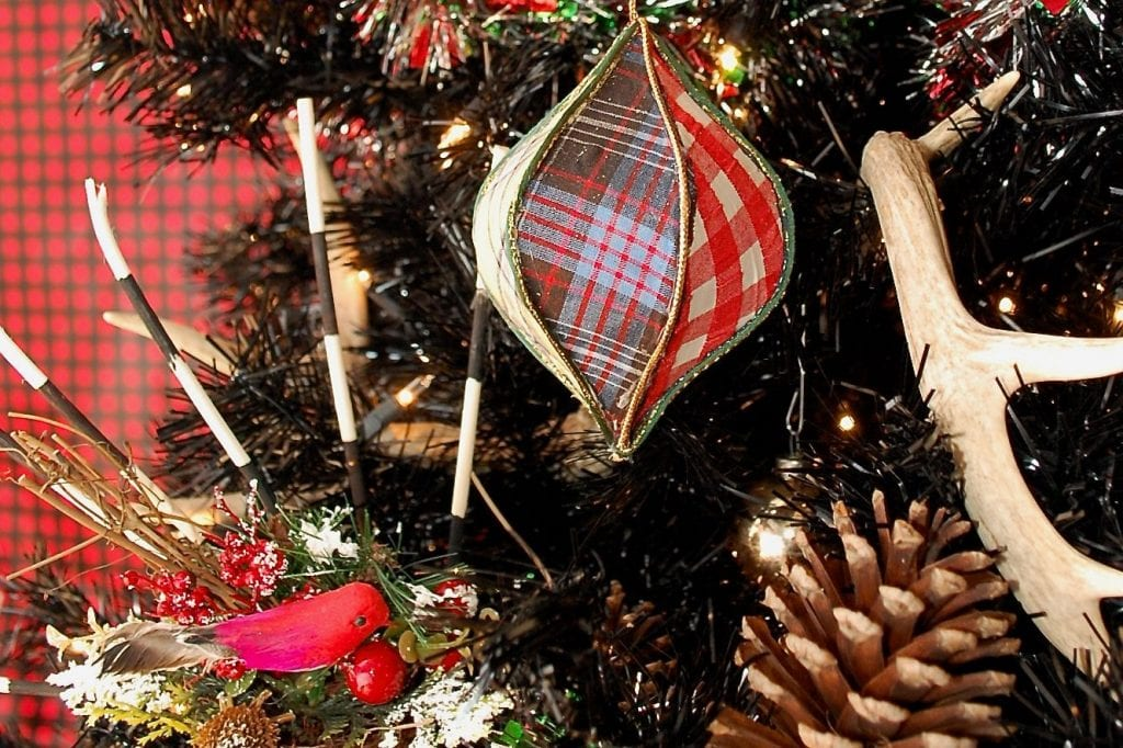 How to make a plaid ornament.