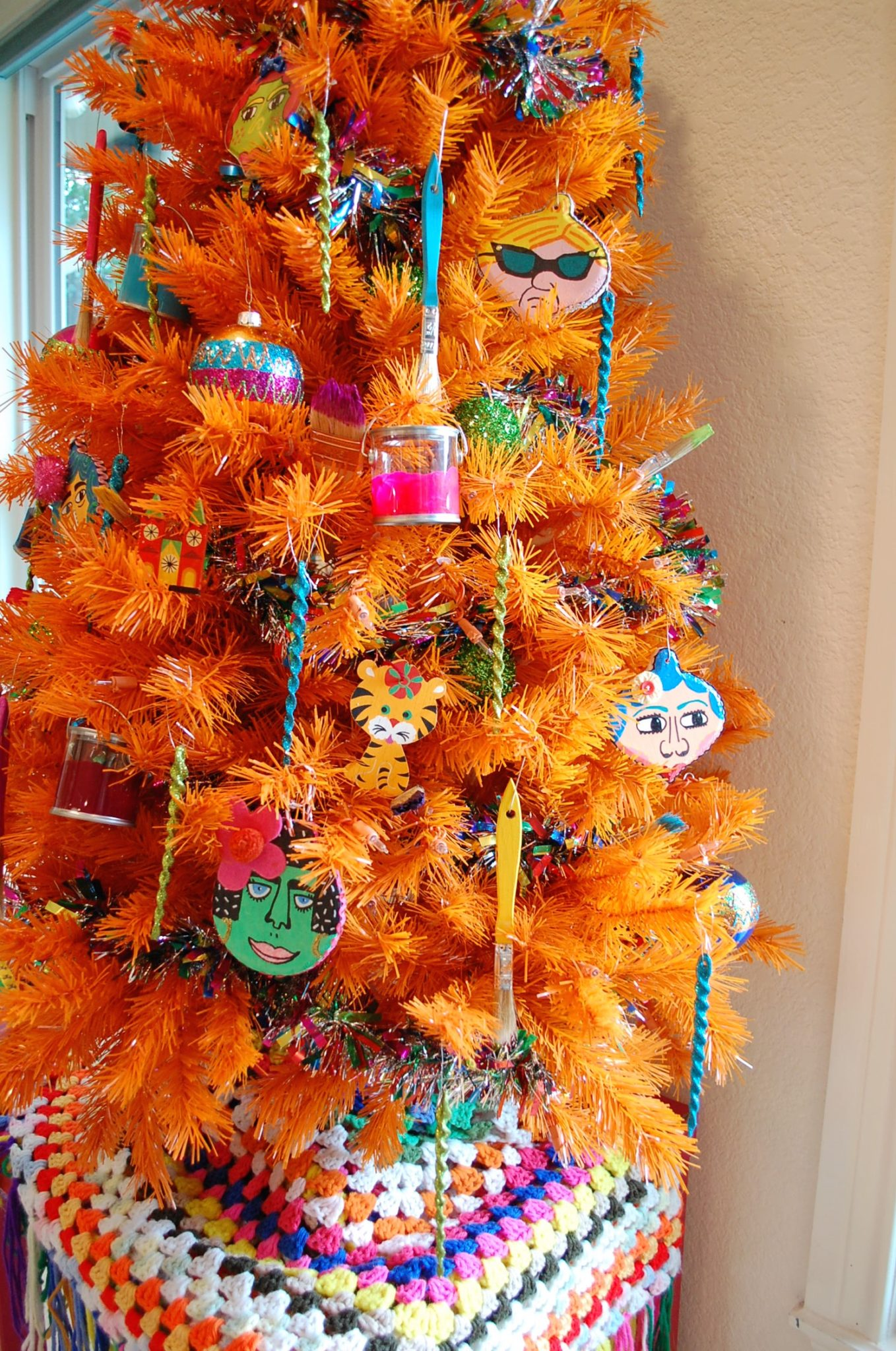 How to decorate an arts and crafts inspired tree.