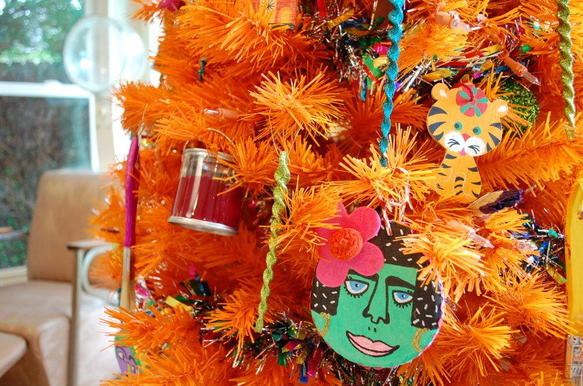 How to decorate an arts and crafts themed Christmas tree.