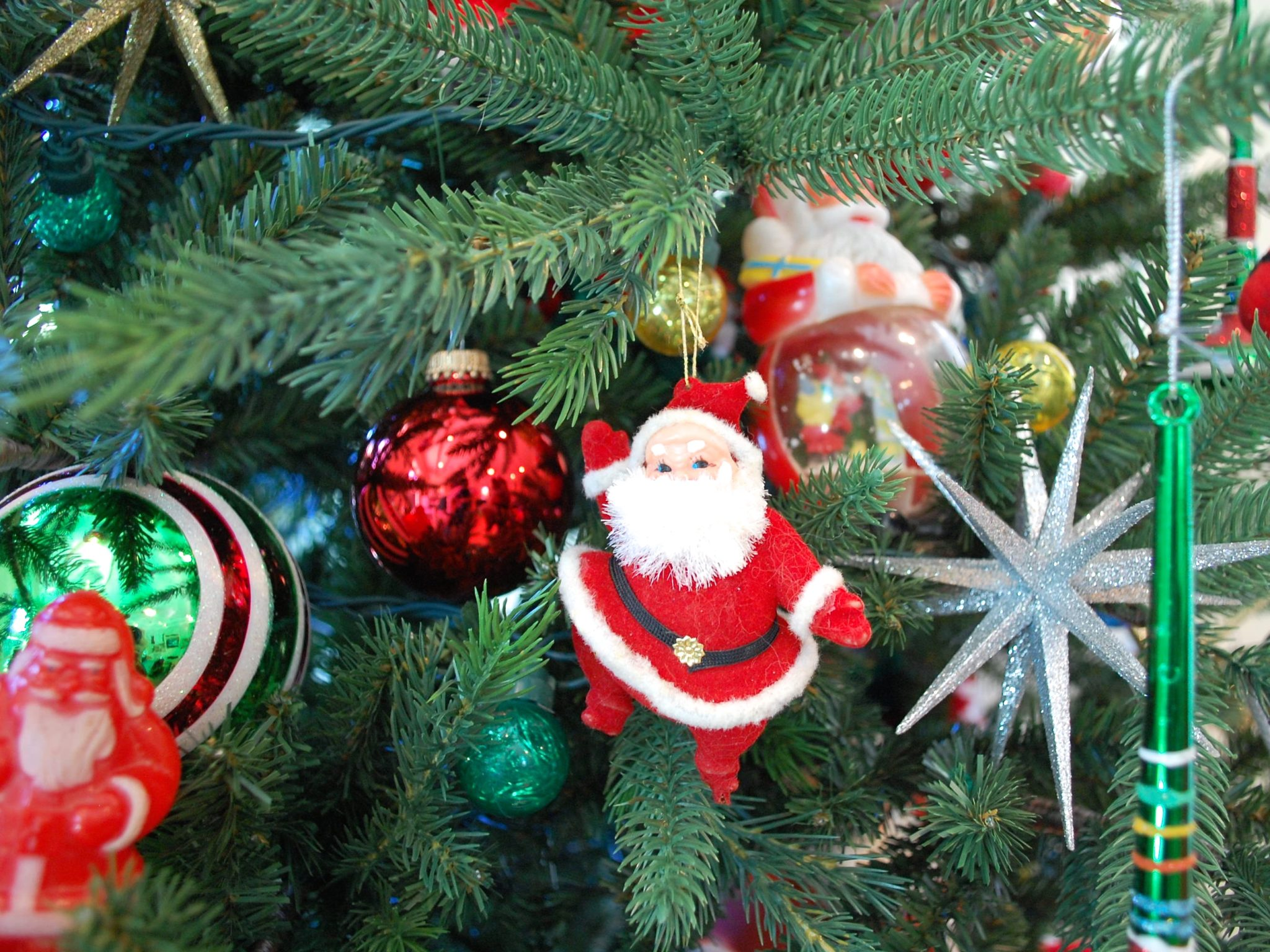 Snowglobes Plush Rubber Faced And More If Its Vintage Santa It Is On My Tree But Enough About Me Lets Talk Todays Treetopia Design Council