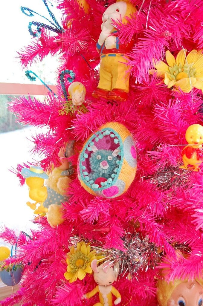 egg-diorama-tree