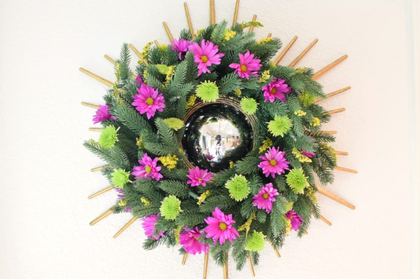 How to make a living wreath with flowers.