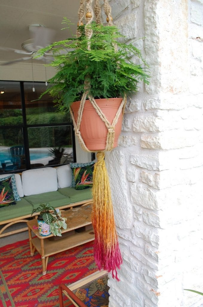 How to tie-dye a jute hanging basket.