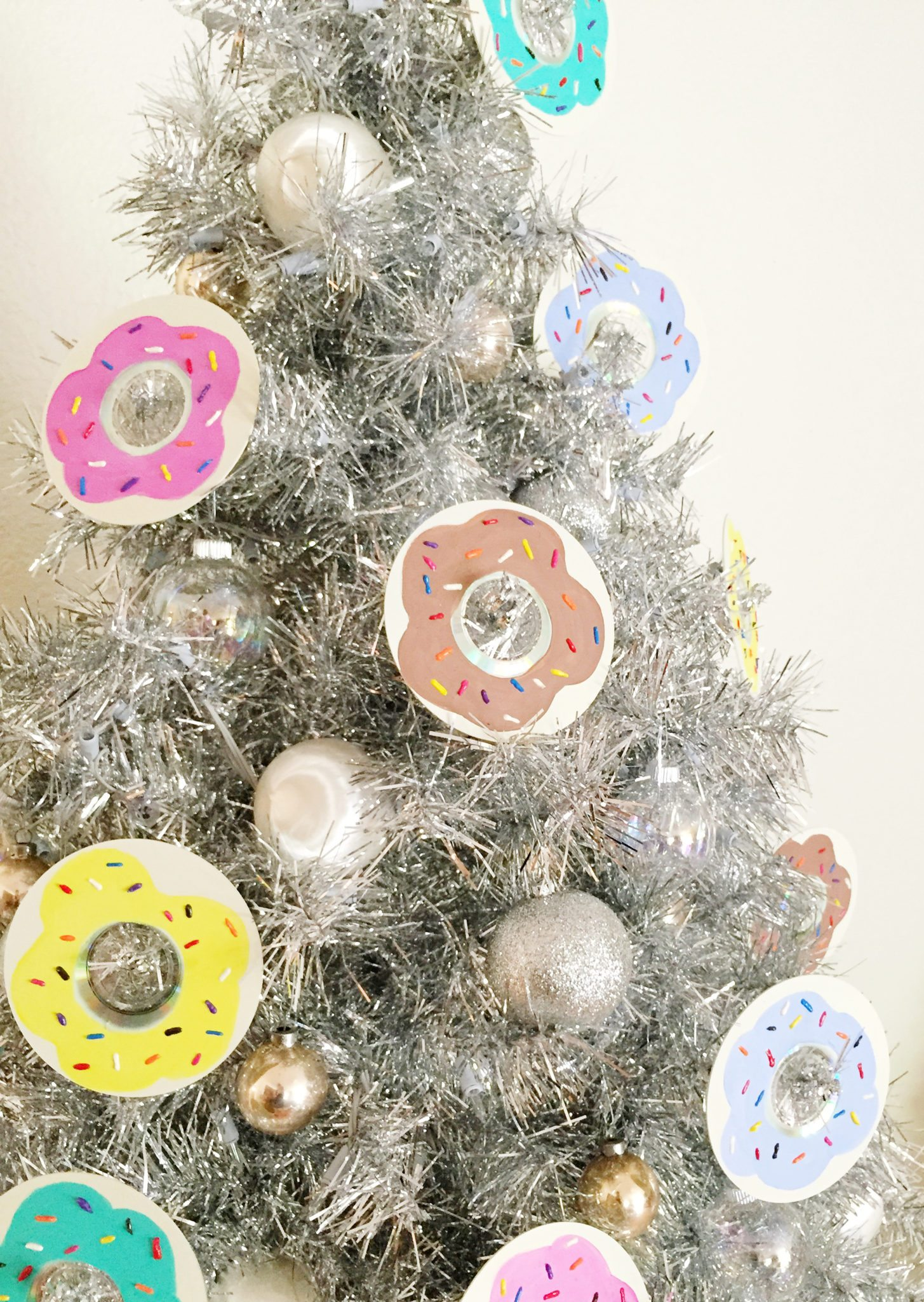 How to make donut ornaments from a CD.