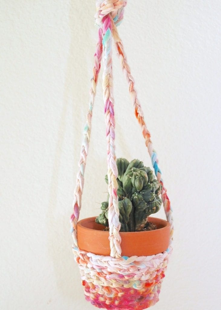 How to make a T-shirt yarn hanging planter.
