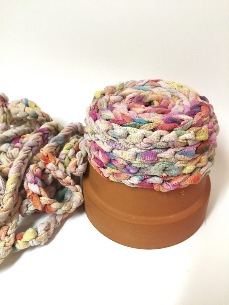 t-shirt-yarn-coiling-pot