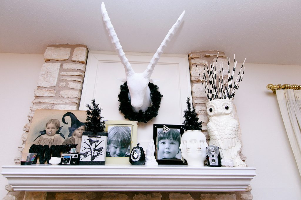 A Dozen Ideas for How to Decorate a Black Christmas Tree for Halloween Jennifer Perkins #halloween #blackchristmastree #halloweendecor