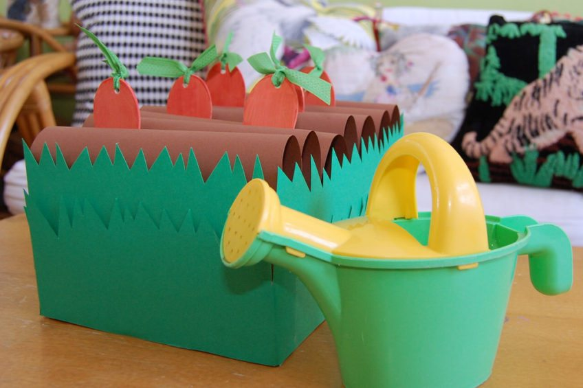How to turn a shoebox into a child's game about gardening.