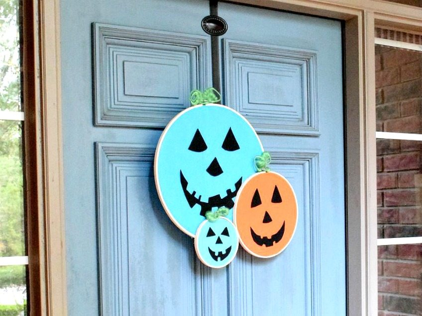 Make a Halloween wreath with embroidery hoops for the Teal Pumpkin Project by Jennifer Perkins