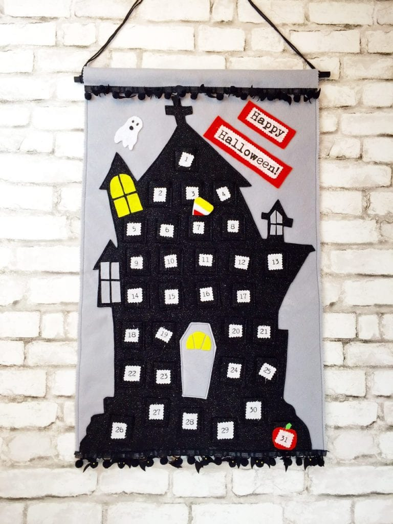 Felt haunted house Halloween calendar by Vickie Howell