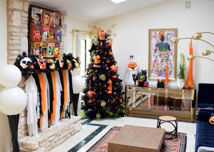 Decorating Christmas Trees For Halloween.A Dozen Ideas For How To Decorate A Black Christmas Tree For