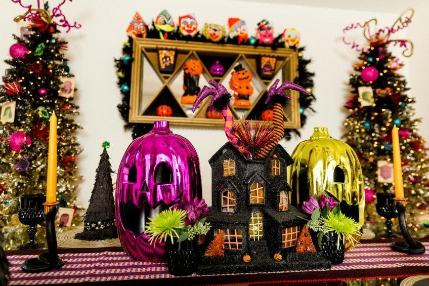 Halloween dining table with colorful pumpkins by Jennifer Perkins #halloweendecorating #halloweendecor #halloweenpumpkins