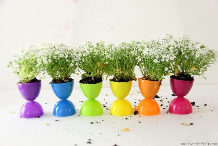 10 Creative Ways to Turn an Easter Egg Into a Planter: Fun ways to turn Easter eggs into planters and other nifty crafts. Click through to see them all! | www.jenniferperkins.com