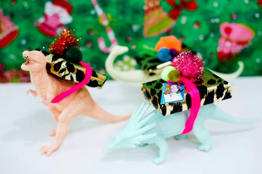 Make your own dinosaur gift card holder by Jennifer Perkins