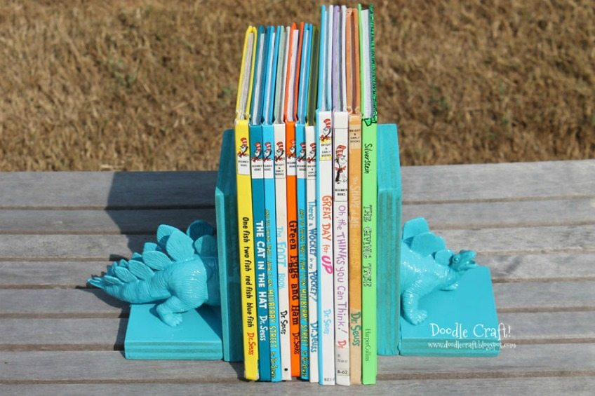DIY dinosaur bookends by Doodle Craft
