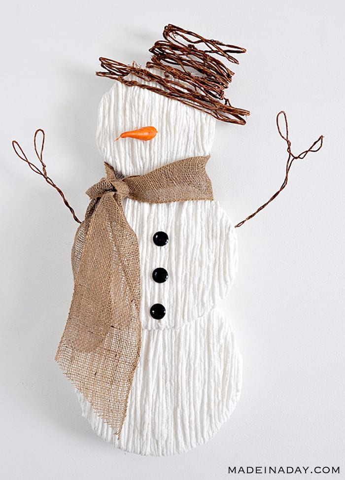 Rustic-White-Yarn-Snowman-Wall-Art-Tutorial Made In A Day