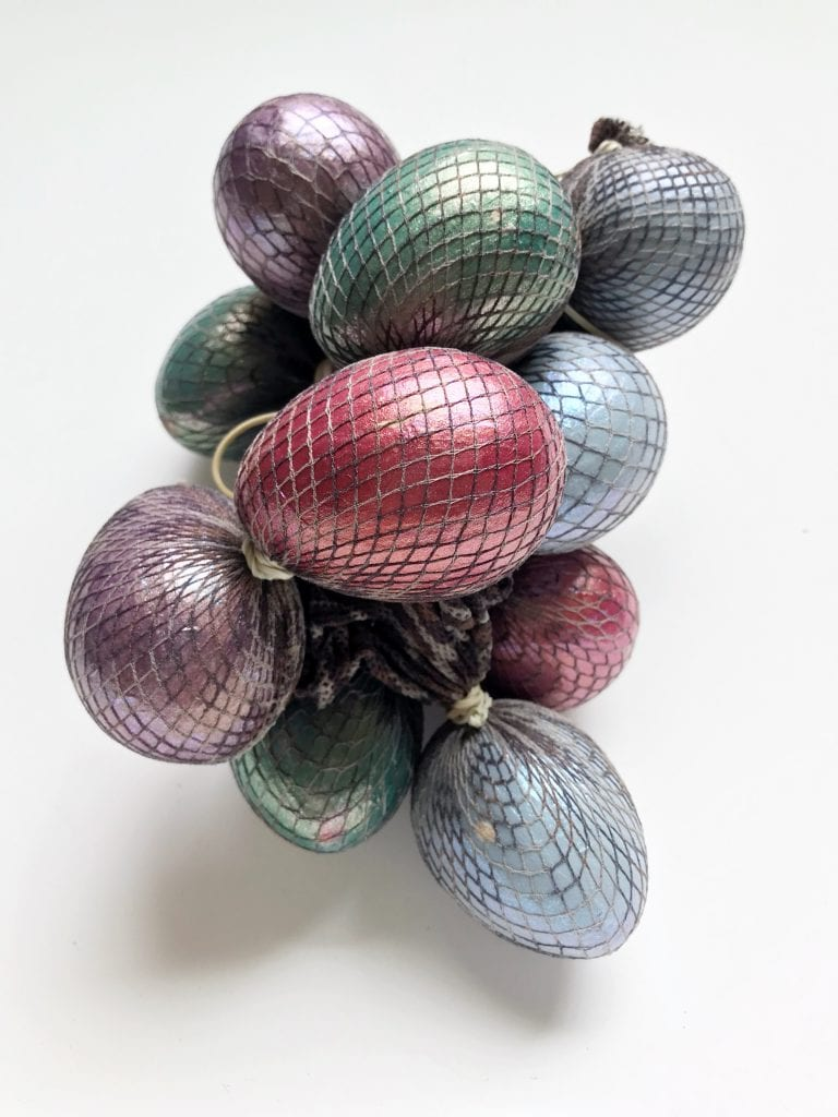 Fishnet hose to give Easter eggs DIY dragon scales