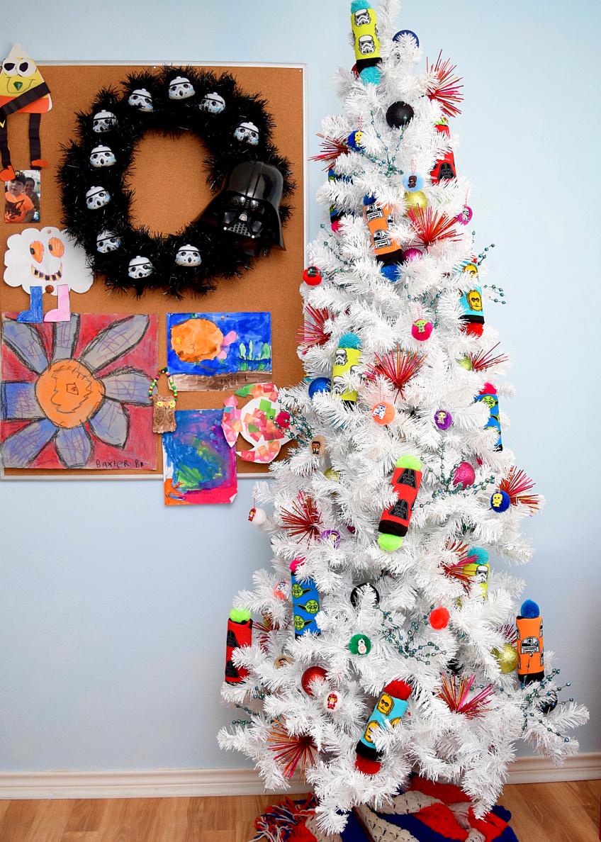 Black Darth Vader Wreath and white star wars tree