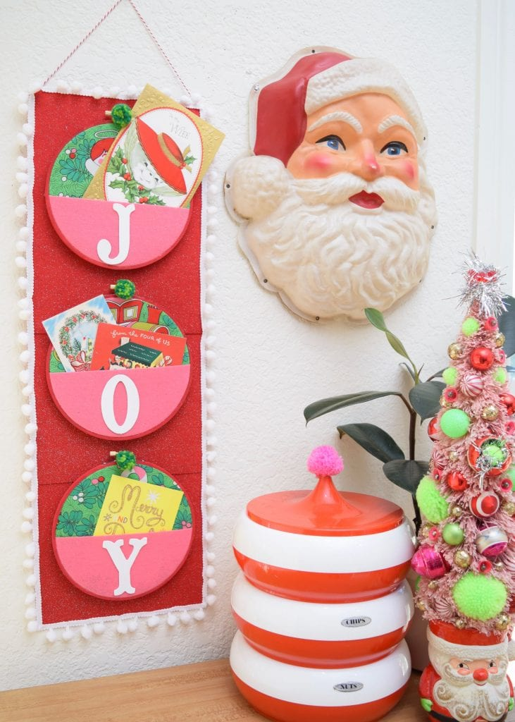 DIY Kitschmas card wall holder with a vintage vibe by Jennifer Perkins