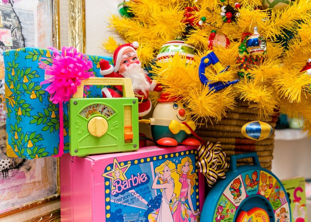 Using vintage toys to decorate for Christmas.