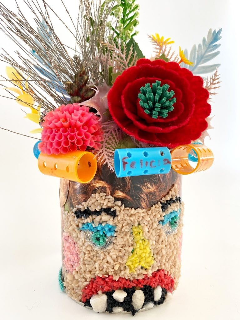 Head vases painted with gravel.